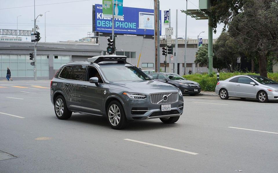 Kvinde dræbt af selvkørende Uber bil