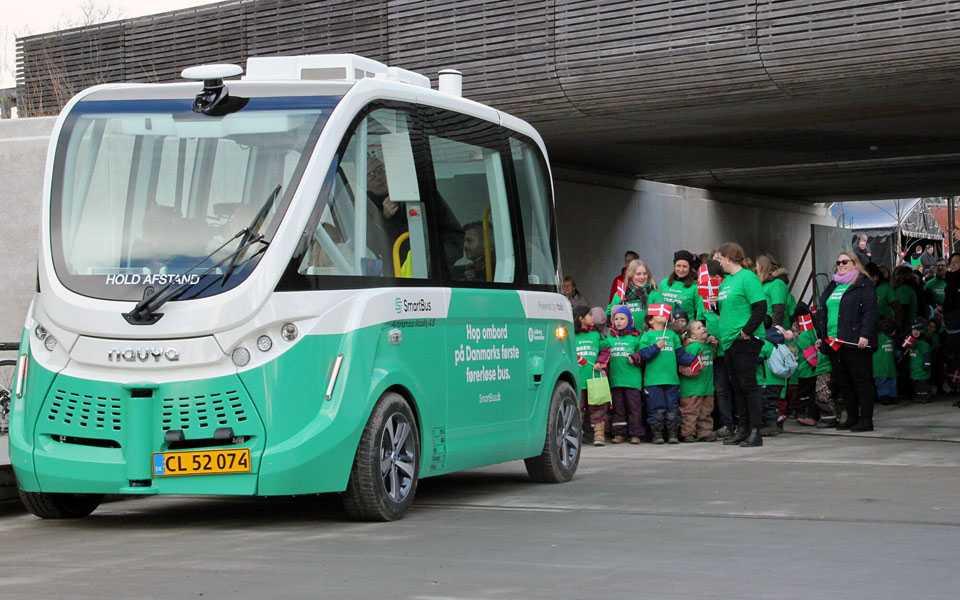 Første danske førerløse bus - teknologikritik.dk